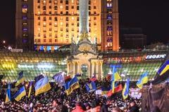 KIEV (KYIV), UKRAINA - DECEMBER 4, 2013: Hundratals tusentals p Royaltyfria Bilder