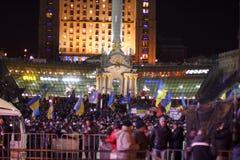 KIEV (KYIV), UKRAINA - DECEMBER 4, 2013: Hundratals tusentals p Arkivbild