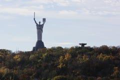Kiev, patria del monumento, la fiamma eterna immagine stock