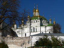 Kiev-Pechersk Lavra em luzes do sol Fotos de Stock Royalty Free