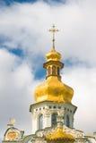 Kiev-Pecherskaya Laura. Igreja com abóbada dourada Imagem de Stock Royalty Free