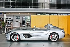 Kiev, RE - 2 Oktober, 2013 Het Mos van Mercedes-Benz SLR McLaren Stirling AMG royalty-vrije stock afbeelding