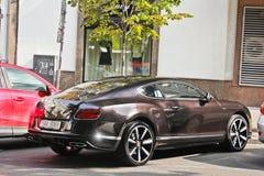 Kiev, RE - 20 September, 2017: Privé auto Bentley Continental GT geparkeerd dichtbij een privé huis royalty-vrije stock foto