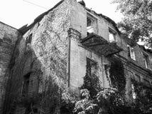 Kiev sconosciuta Vecchia iarda in Podil, Kyiv, Ucraina, estate 2016 Fotografie Stock Libere da Diritti