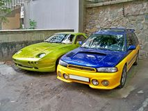 Kiev, 14 septembre 2010 ; Porsche 928 Raptor en vert et STI luxuriants de Subaru images libres de droits
