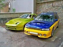 Kiev, 14 settembre 2010; Rapace di Porsche 928 nel verde e nello STI fertili di Subaru immagini stock libere da diritti