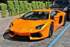 Kiev, Ucrânia - 1º de julho de 2012; Lamborghini Aventador nas ruas imagens de stock royalty free