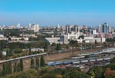 Kiev, Ucrânia, arquitetura da cidade, ideia da junção railway e o instituto politécnico Imagem de Stock