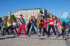 Kiev, Ucrânia - 29 de abril de 2016: Treinamento da dança na área de Sófia Imagem de Stock