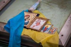 kiev ucrânia 19 de dezembro de 2013 Ícones e amuletos no barri fotografia de stock