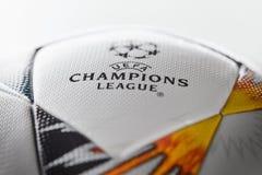 Kiev, Ucrânia - 22 de fevereiro de 2018: Bola oficial Adidas com símbolos ucranianos para o final da liga dos campeões Foto de Stock Royalty Free