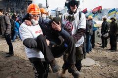 KIEV, UCRÂNIA - 19 de fevereiro de 2014: Protestos antigovernamentais maciços Imagem de Stock
