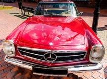 Kiev, Ucrânia 16 de julho de 2016: Mercedes Benz SL230 Pagode W113, 1968 anos Imagens de Stock Royalty Free