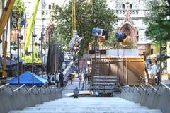 Kiev, Ucrânia - 15 de julho de 2017 fora plateau de filmagem Cena da produção do cinema na rua da cidade Realização real cândido Fotografia de Stock Royalty Free