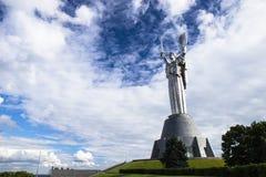 Kiev, Ucrânia - 17 de maio de 2015: Museu da história de Ucrânia na segunda guerra mundial O monumento da pátria imagens de stock royalty free