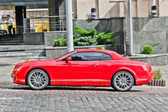 Kiev, Ucrânia; 4 de março de 2013; Bentley Continental GT imagens de stock royalty free