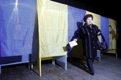 KIEV, UCRÂNIA - 15 de novembro de 2015: 1.088 de 1.089 estações de votação abriram em Kyiv em 08 00 a M Fotografia de Stock