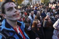 KIEV, UCRÂNIA - 31 de outubro de 2015: Celebração de Dia das Bruxas em Kyiv Fotografia de Stock Royalty Free
