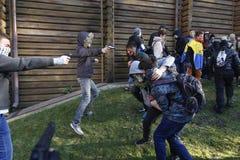 KIEV, UCRÂNIA - 31 de outubro de 2015: Celebração de Dia das Bruxas em Kyiv Fotos de Stock Royalty Free