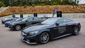 Kiev, Ucrânia - 4 de outubro de 2016: Experiência da estrela de Mercedes Benz A série interessante de movimentações do teste Imagem de Stock Royalty Free