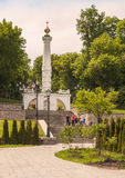 KIEV, Ucrânia: o monumento ao Magdeburgo endireita no embankme Fotos de Stock Royalty Free