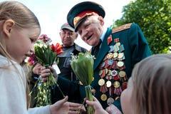 KIEV, UCRÂNIA - possa 09, 2015: As faixas militares marcham no dia do 70th aniversário da vitória sobre o nazismo em Kiev Fotografia de Stock