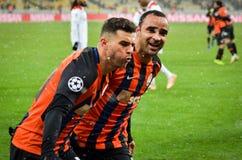 KIEV, UCRÂNIA - 12 de dezembro de 2018: Junior Moraes comemora um objetivo marcado durante a harmonia do UEFA Champions League en foto de stock royalty free