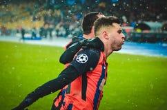 KIEV, UCRÂNIA - 12 de dezembro de 2018: Junior Moraes comemora um objetivo marcado durante a harmonia do UEFA Champions League en imagem de stock