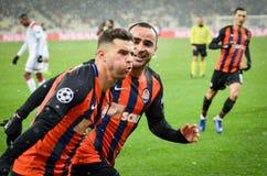 KIEV, UCRÂNIA - 12 de dezembro de 2018: Junior Moraes comemora um objetivo marcado durante a harmonia do UEFA Champions League en imagens de stock