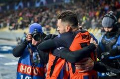 KIEV, UCRÂNIA - 12 de dezembro de 2018: Junior Moraes comemora um objetivo marcado durante a harmonia do UEFA Champions League en fotografia de stock