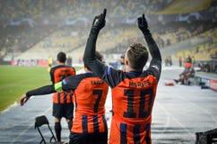 KIEV, UCRÂNIA - 12 de dezembro de 2018: Junior Moraes comemora um objetivo marcado durante a harmonia do UEFA Champions League en imagem de stock royalty free