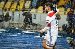 KIEV, UCRÂNIA - 12 de dezembro de 2018: Nabil Fekir comemora o objetivo marcado durante a harmonia do UEFA Champions League entre fotografia de stock