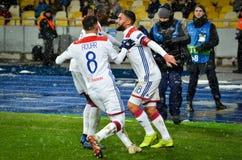 KIEV, UCRÂNIA - 12 de dezembro de 2018: O jogador de futebol Olympique Lyon comemora o objetivo marcado durante o fósforo do UEFA fotografia de stock