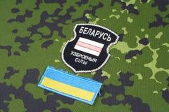 KIEV, UCRÂNIA - em agosto de 2015 O bielorrusso oferece-se no exército de Ucrânia Guerra 2014 - 2015 de Russo-Ucrânia Badg unifor Fotos de Stock Royalty Free