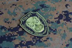 KIEV, UCRÂNIA - julho, 08, 2015 Crachá uniforme não oficial do exército de Ucrânia Foto de Stock