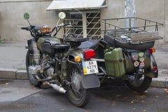 Kiev, Ucraina - 30 agosto 2016: Motociclo militare sovietico Dnepr MV-650M Fotografie Stock Libere da Diritti