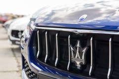 Kiev, Ucraina - 28 aprile 2018: Griglia della parte anteriore dell'automobile di Maserati del primo piano con il logo del trident fotografie stock
