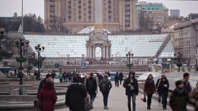 KIEV, UCRAINA - 25 febbraio 2015: Vista del quadrato di indipendenza nella sera stock footage