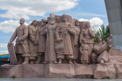 Kiev, Ucraina - 12 giugno 2016: Monumento che simbolizza l'amicizia fra la gente russa ed ucraina Immagini Stock