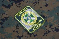 KIEV, UCRAINA - 16 luglio, 2015 Distintivo dell'uniforme della guardia di frontiera dell'Ucraina Fotografie Stock