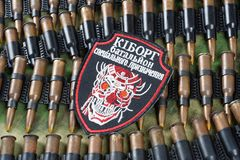 KIEV, UCRAINA - 08 luglio, 2015 Distintivo uniforme ufficioso dell'esercito dell'Ucraina Fotografie Stock Libere da Diritti