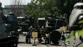 Kiev, Ucraina 18 luglio 2018: museo di attrezzature e delle armi militari a Kiev stock footage
