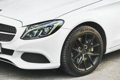 Kiev, Ucraina - 3 maggio 2019: Fine bianca dell'automobile di Mercedes su fotografie stock