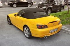 Kiev, Ucraina - 3 maggio 2019: Un supercar giallo Honda S2000 nella citt? fotografia stock
