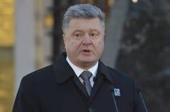 KIEV, UCRAINA - 28 novembre 2015: Presidente dell'Ucraina Petro Poroshenko e la sua moglie ha commemorato le vittime del carestia Fotografia Stock Libera da Diritti
