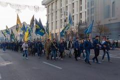 Kiev, Ucraina - 14 ottobre 2018: Attivisti dei partiti politici e dei movimenti sul marzo in parte della protezione di festa fotografie stock