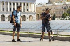 Kiev, Ucraina - 20 settembre 2017: Jo dell'uomo e della fotografia della macchina fotografica Fotografia Stock