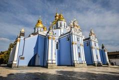 Kiev, Ucraina - settembre 2016: Monastero a cupola dorato del ` s di St Michael a Kiev, Ucraina Cattedrale antica del Dorato-tett Immagini Stock