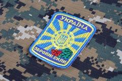 KIEV, UCRANIA - abril 26, 2015 Insignia del uniforme del ejército de Ucrania Imagenes de archivo