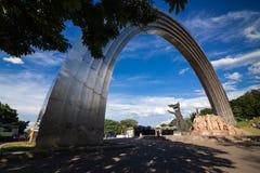 KIEV, UCRANIA - arco Arka Druzhby Narodiv de la amistad de las naciones Fotos de archivo